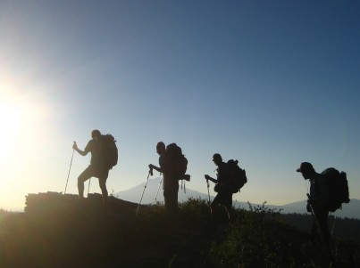 silouette hikers